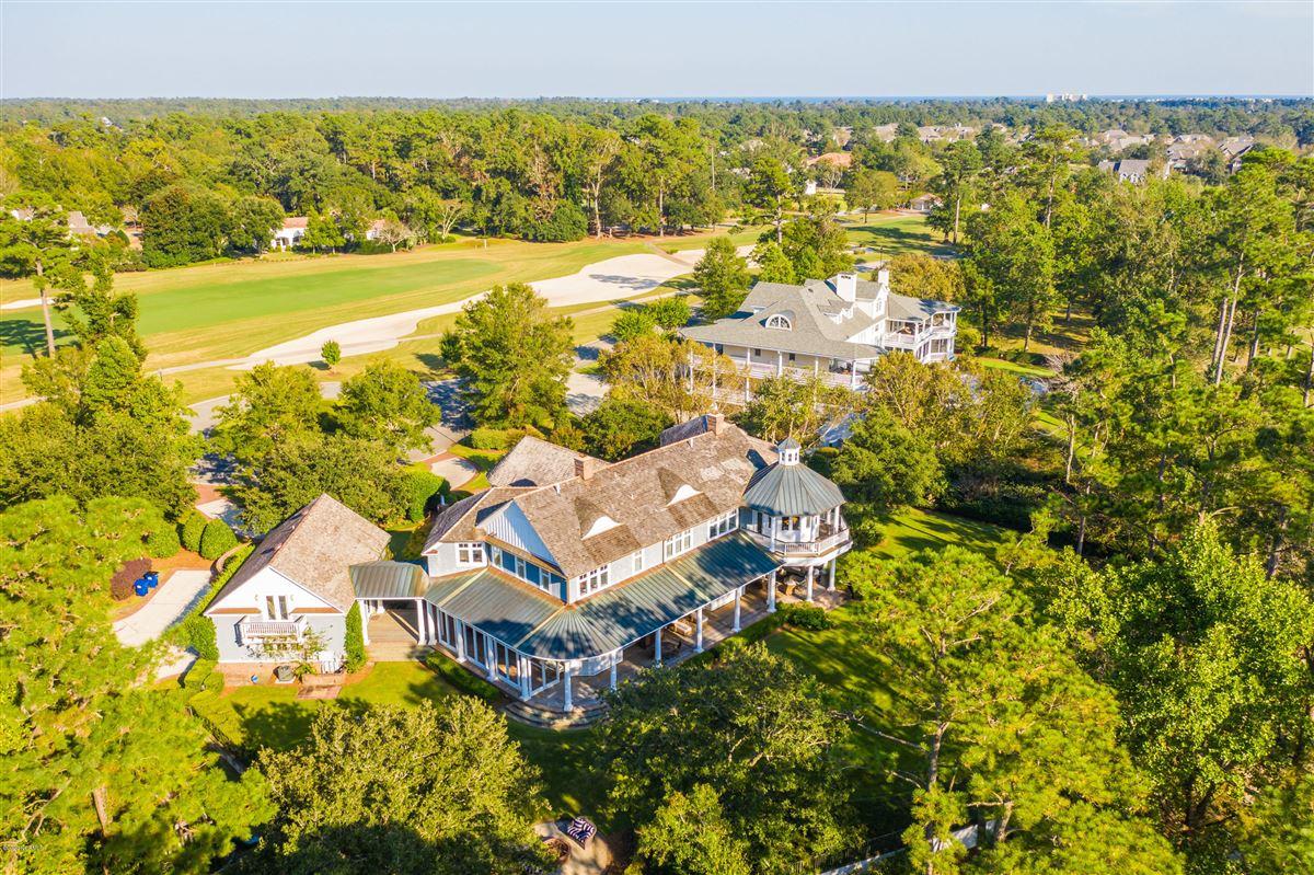 Mansions in property in Landfalls estate neighborhood