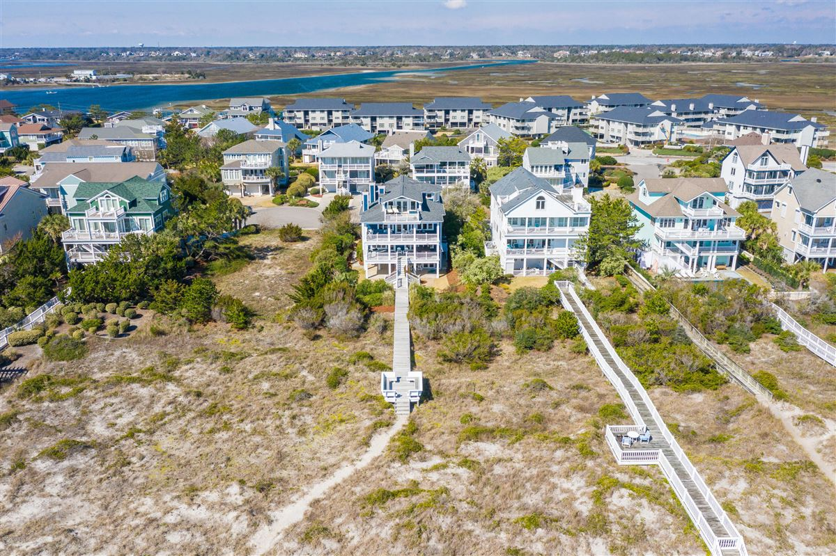 Luxury homes in immaculate oceanfront