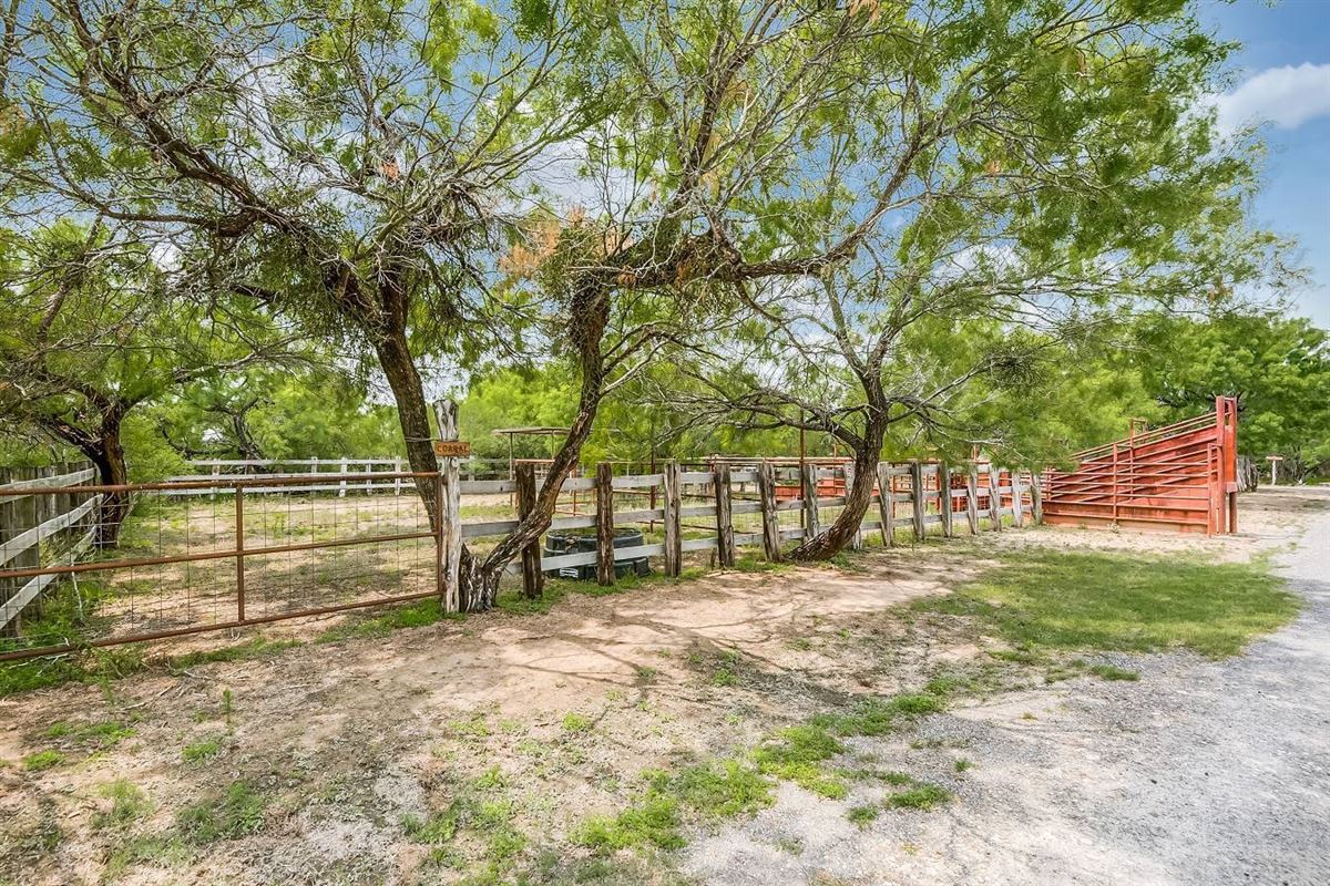south texas high-fenced paradise luxury homes
