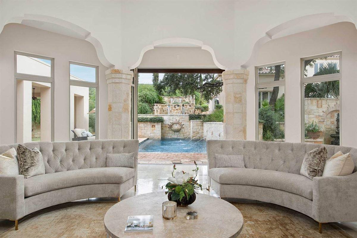 unprecedented beauty and amenities in San Antonio luxury homes