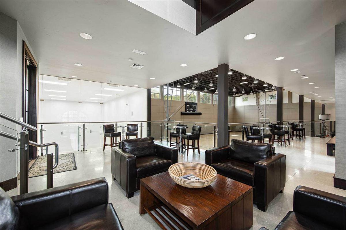 Mansions unprecedented beauty and amenities in San Antonio