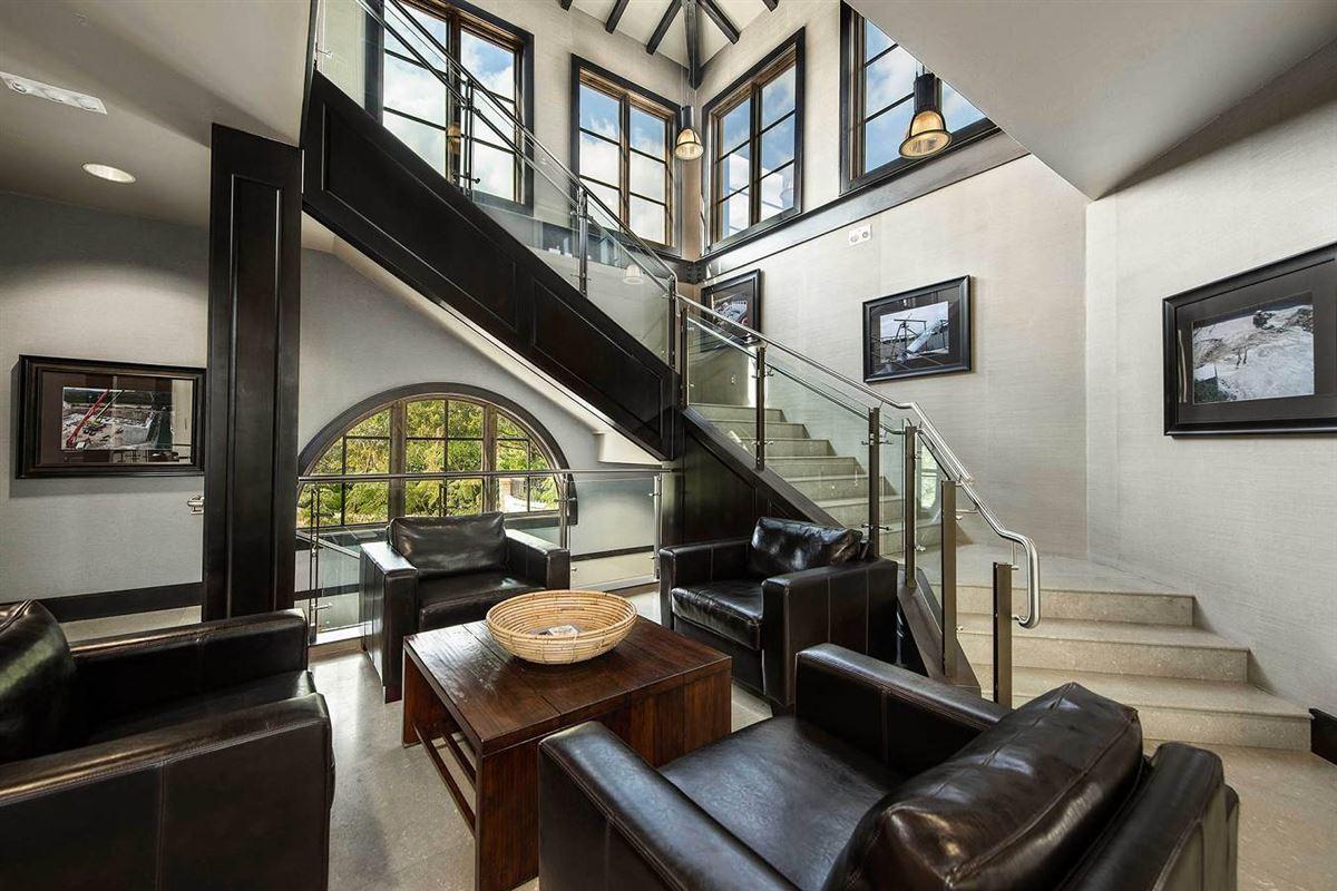 unprecedented beauty and amenities in San Antonio mansions