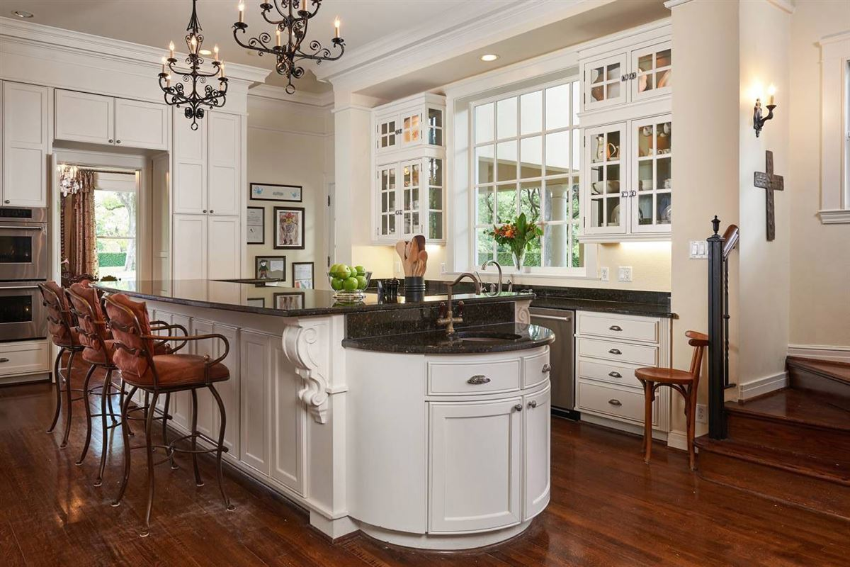 grand gated Terrell Hills residence luxury homes