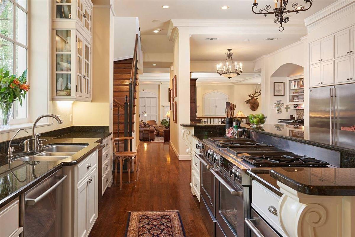 Luxury real estate Terrell Hills grandeur