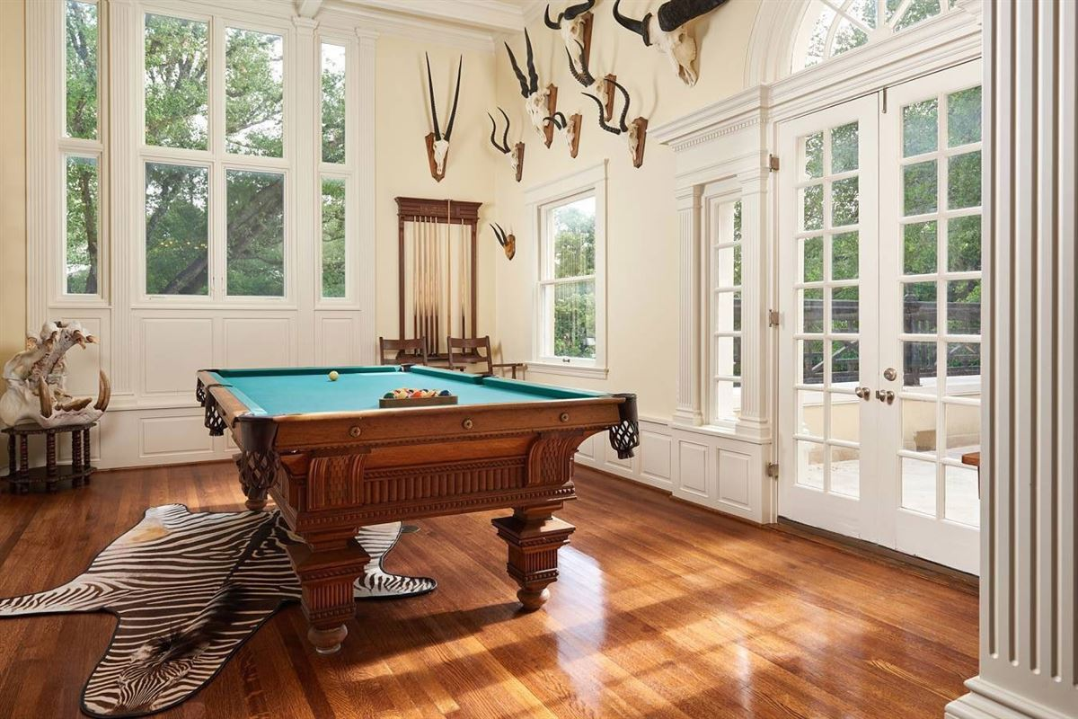 Terrell Hills grandeur mansions