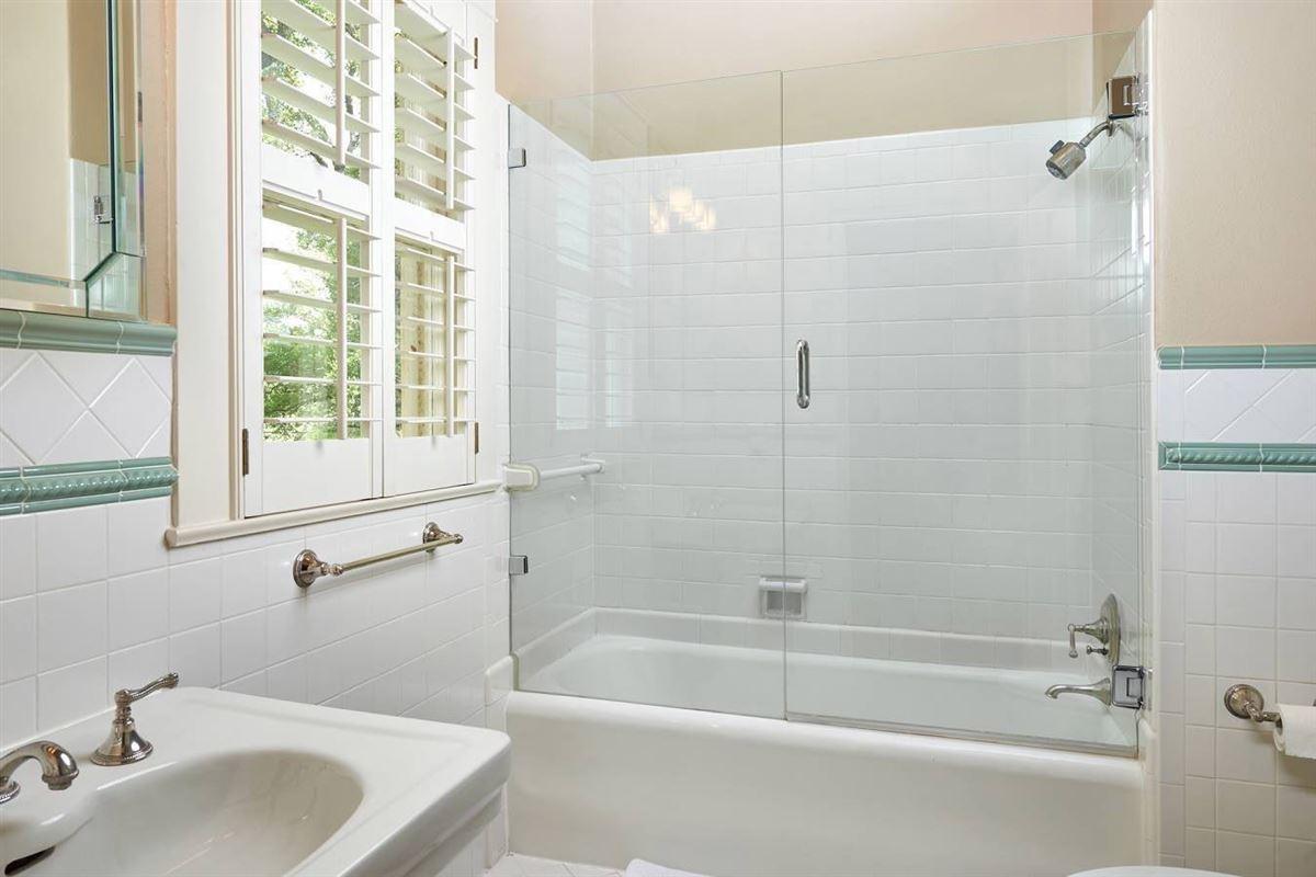 Luxury properties Terrell Hills grandeur