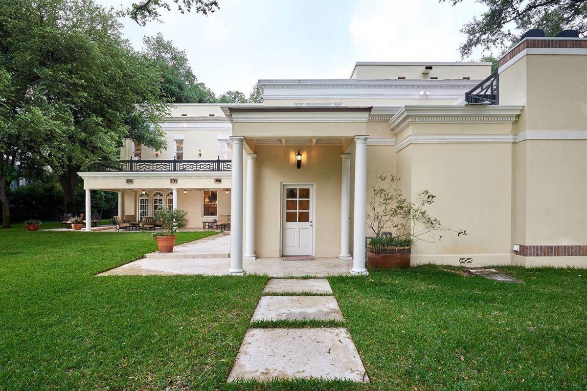 Mansions in Terrell Hills grandeur