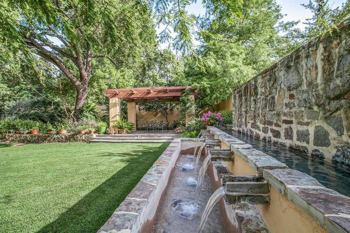 an exceptional Southwestern-style home luxury properties