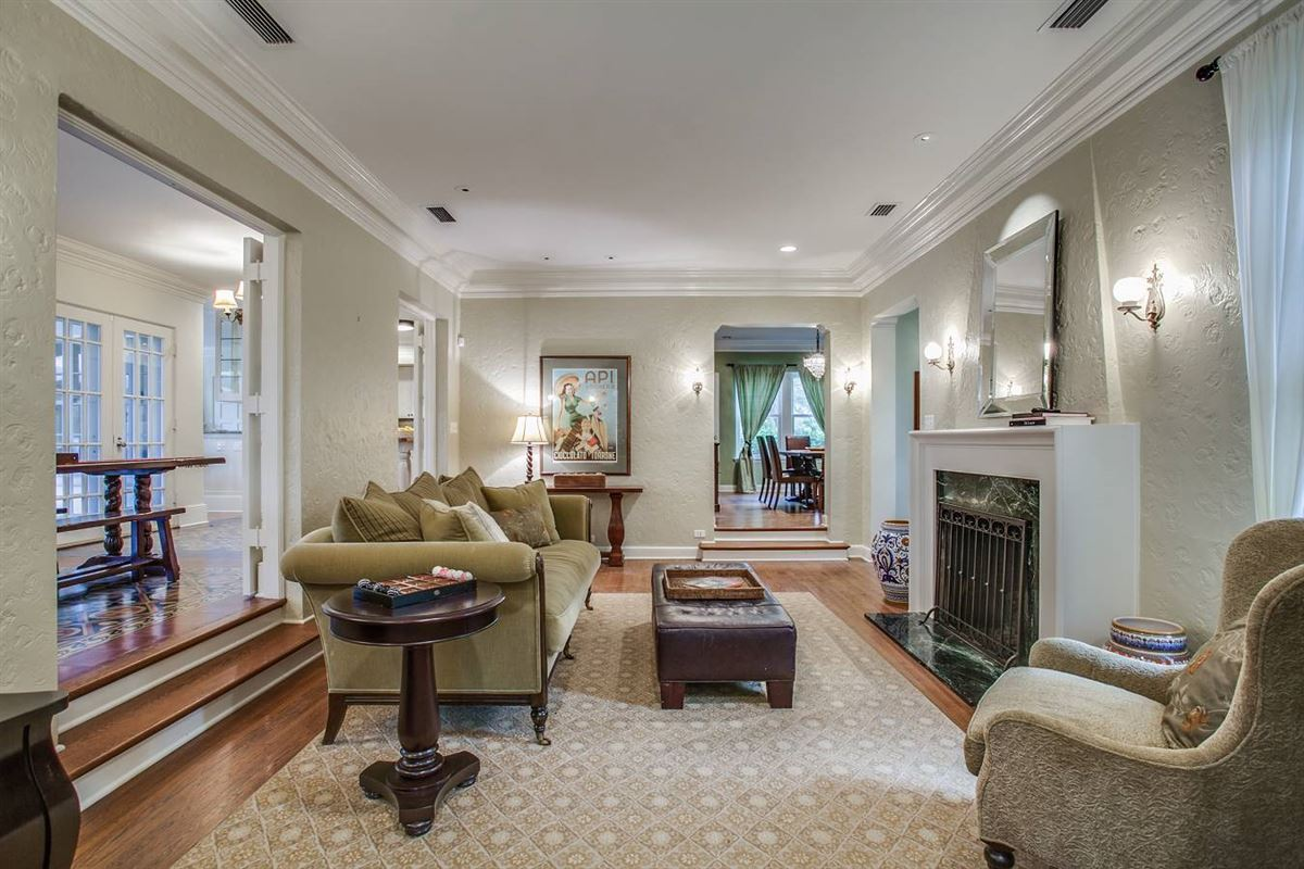 1920s home in an ideal location luxury homes