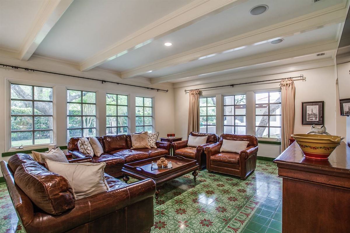 Luxury properties 1920s home in an ideal location
