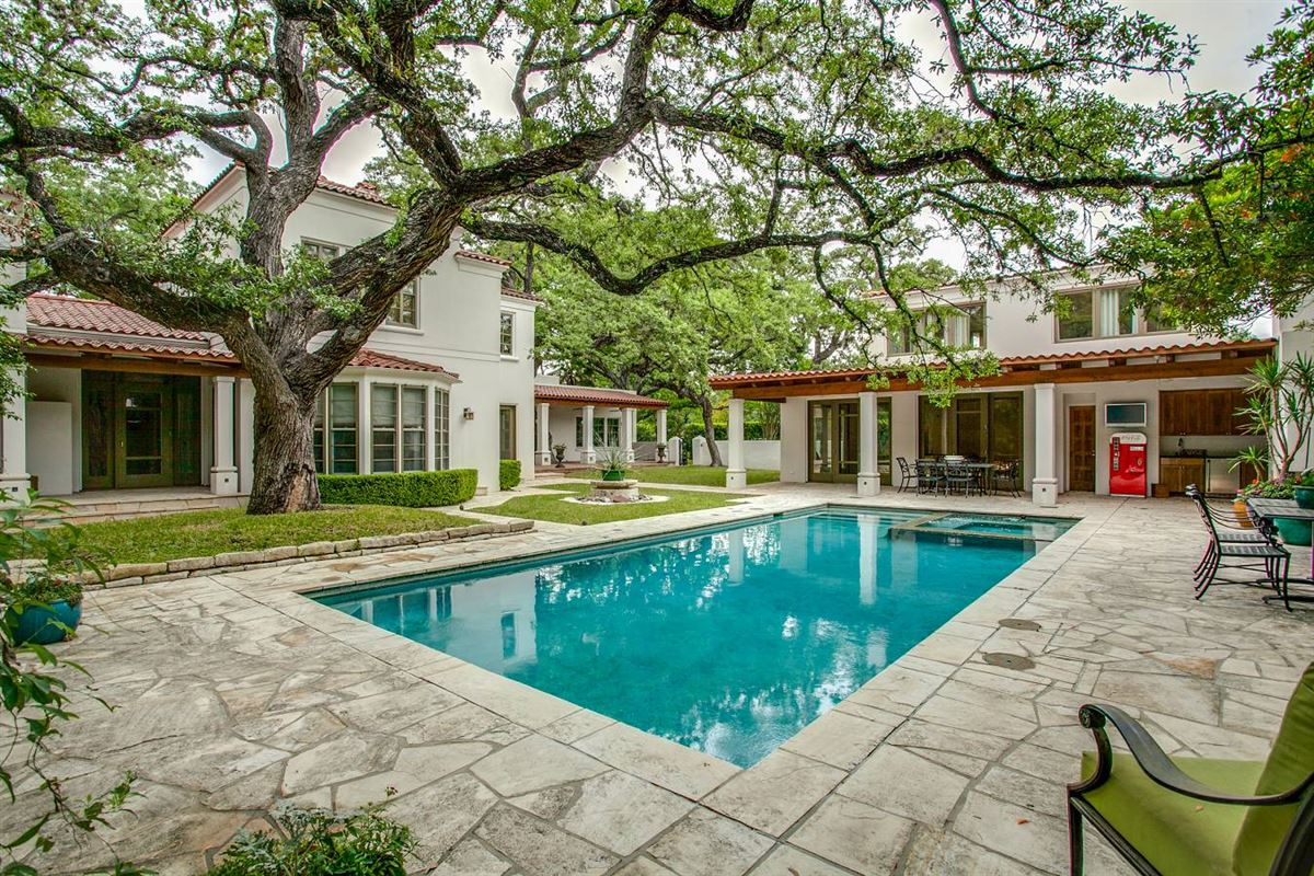 Luxury real estate 1920s home in an ideal location