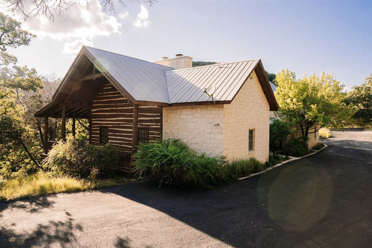 Luxury real estate turnkey ranch with unparalleled water frontage