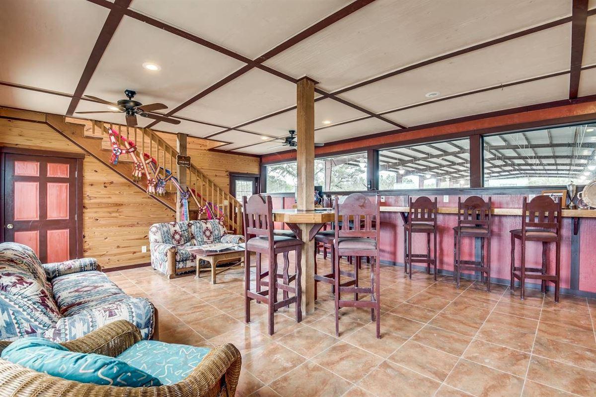 Equestrian property in medina luxury homes