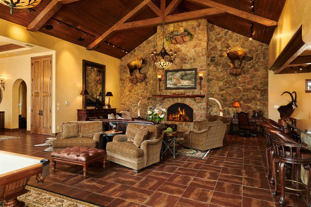 Luxury homes meticulous residence on 103-acre ranch