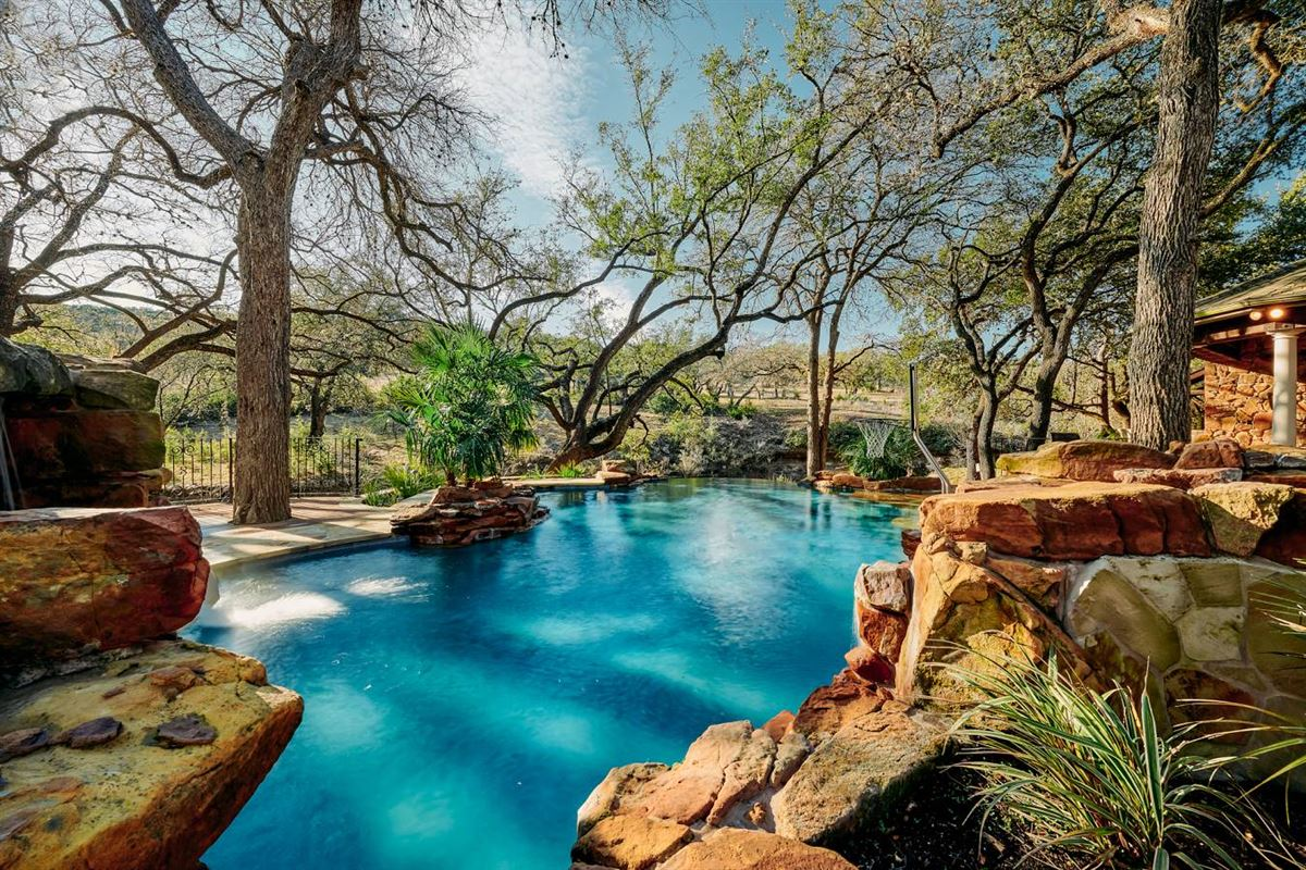 Mansions meticulous residence on 103-acre ranch