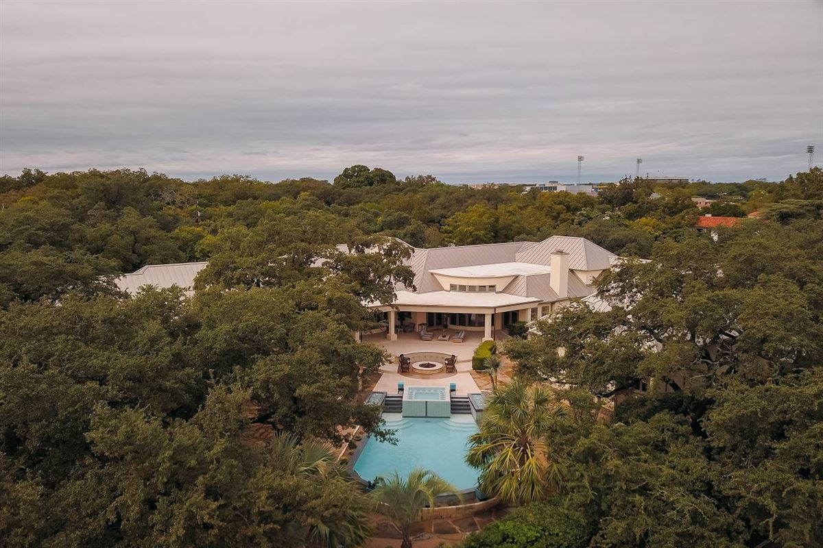 Luxury homes in truly unforgettable trophy property