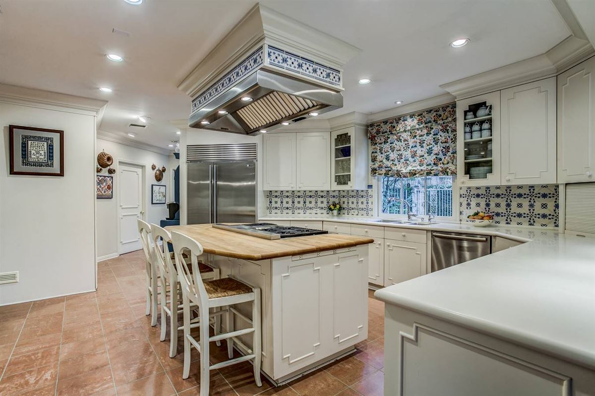 Luxury homes in exceptional historic estate in terrell hills