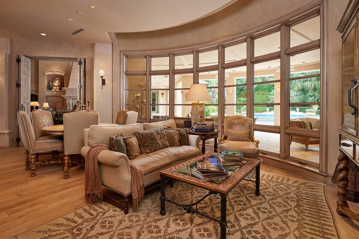 Luxury homes in defining achievement in Terrell Hills