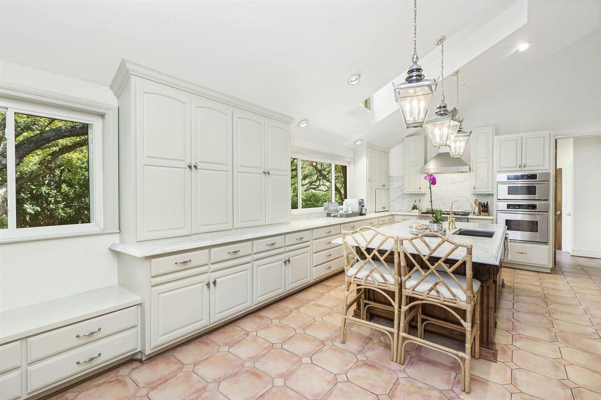 Luxury properties Beautifully renovated classic single-story home