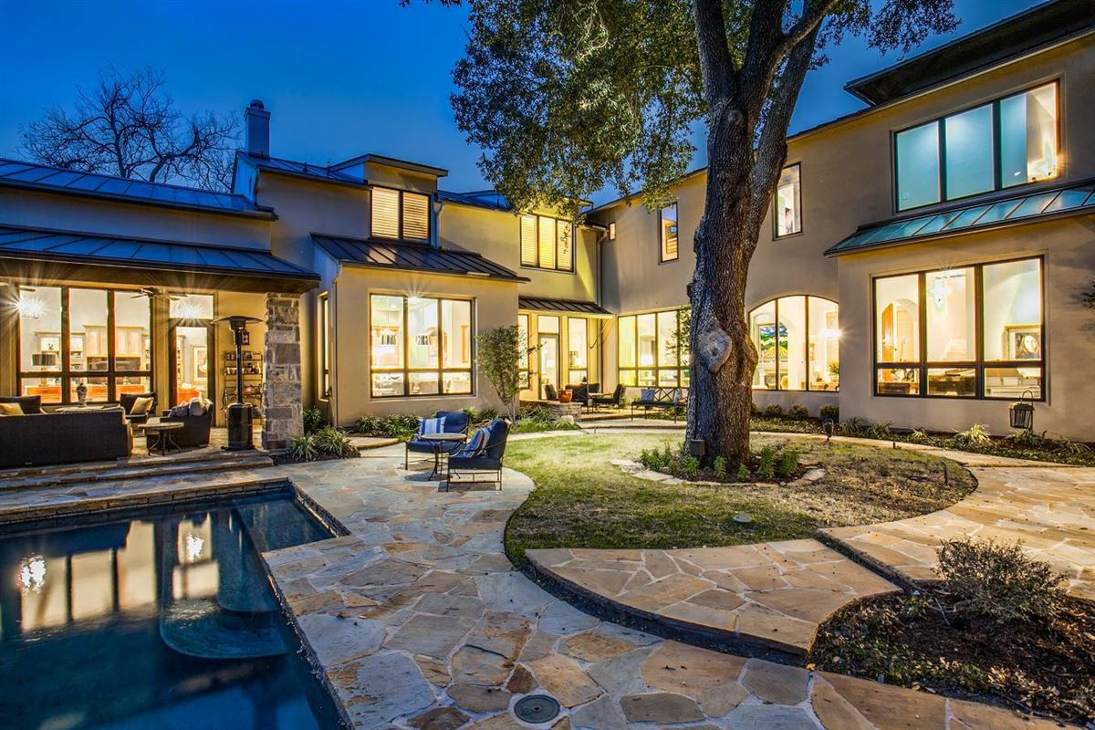 Luxury homes in stylish and spectacular estate