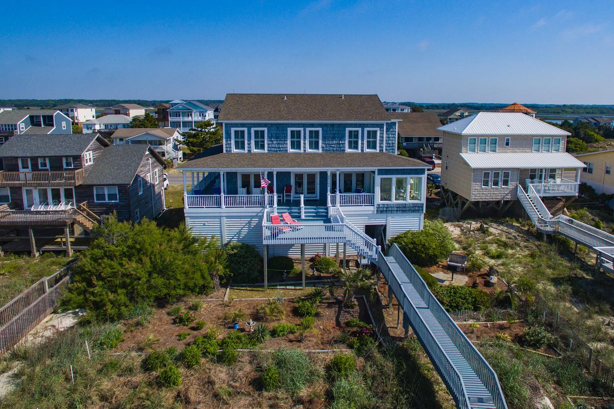 Mansions in Exceptional custom oceanfront home