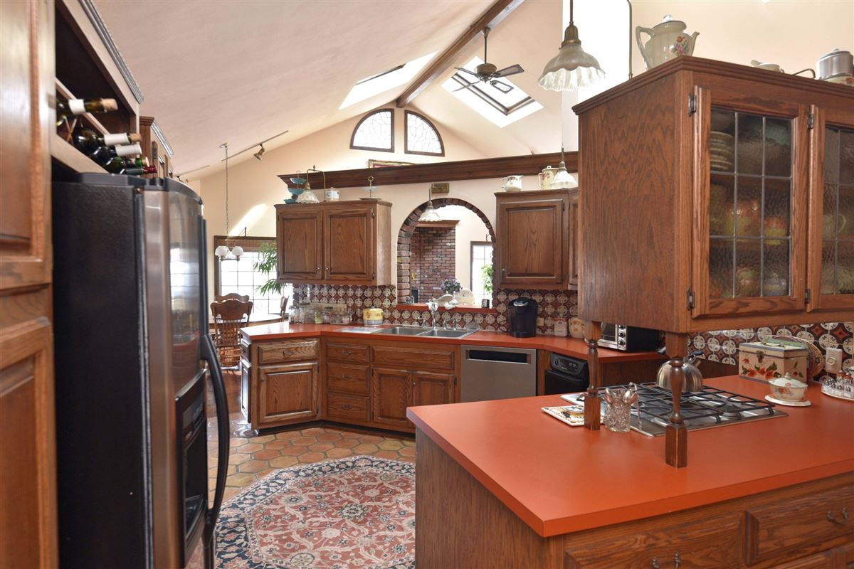 spacious colonial in the heart of town luxury real estate