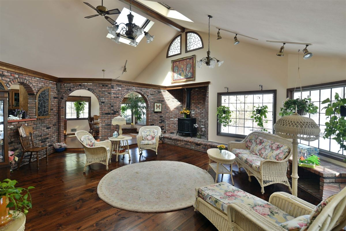Luxury homes in spacious colonial in the heart of town
