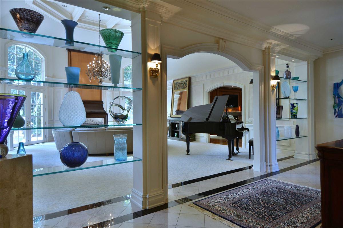 Luxury homes distinctive custom manor