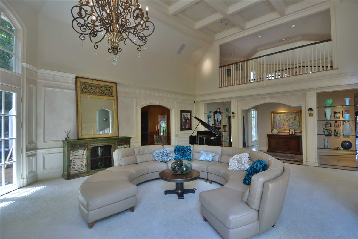 distinctive custom manor luxury real estate