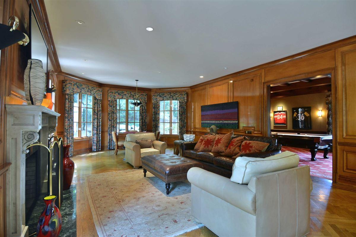 distinctive custom manor luxury properties
