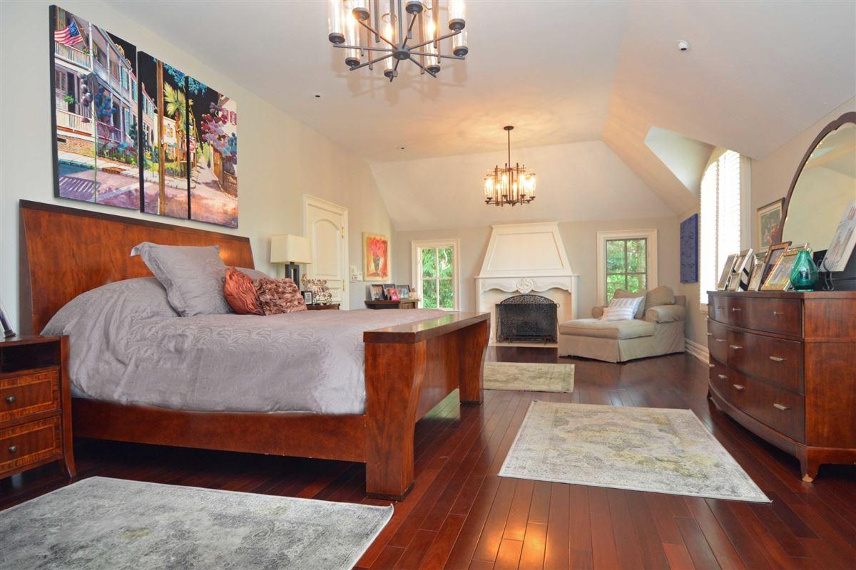 Mansions in distinctive custom manor