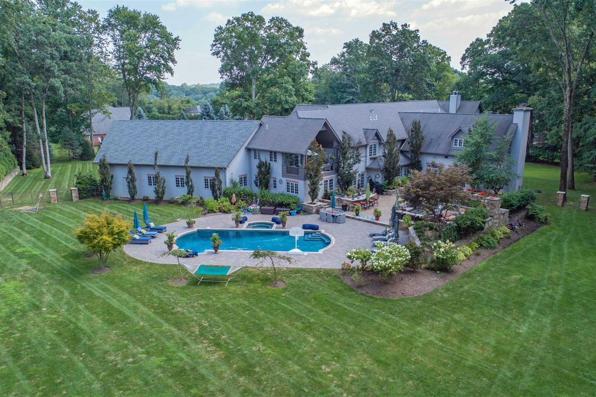 Mansions Premier country estate