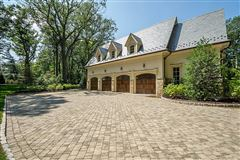 Mansions in this magnificent manor home is in premier location