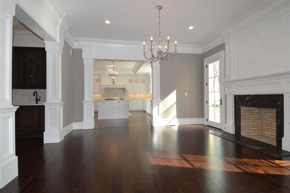 Luxury homes in this magnificent manor home is in premier location