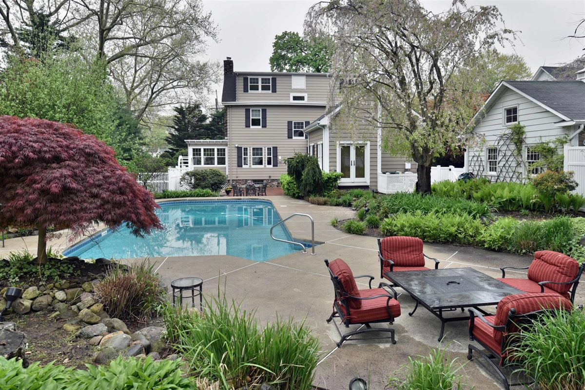 Luxury real estate stylish and sophisticated five bedroom Westside Colonial