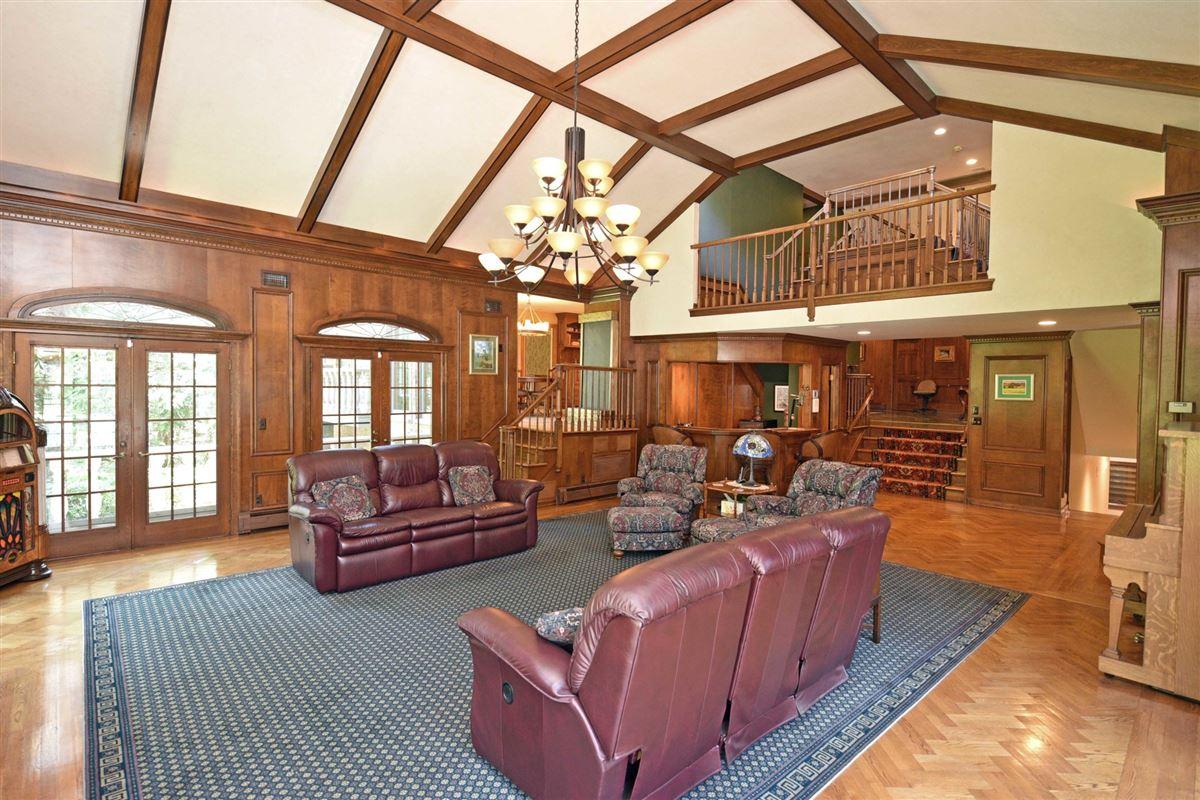 timeless residence in prestigious High Ridge luxury homes