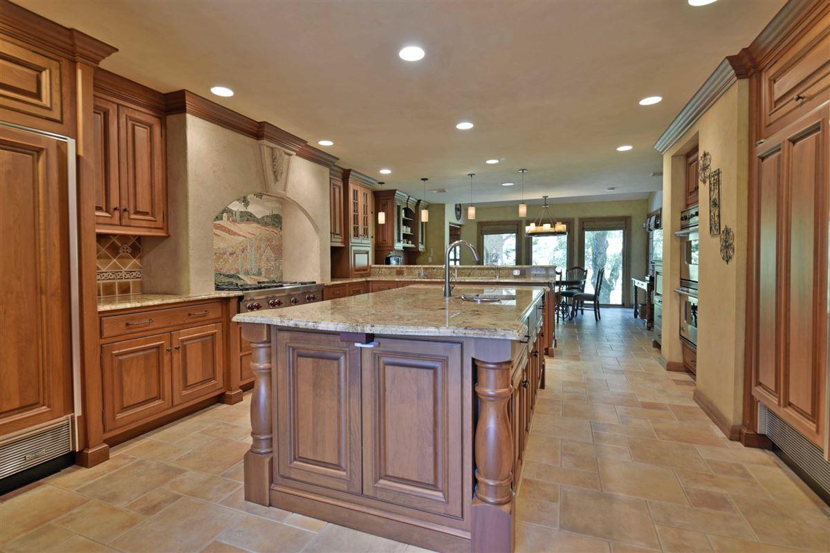 Luxury real estate timeless residence in prestigious High Ridge