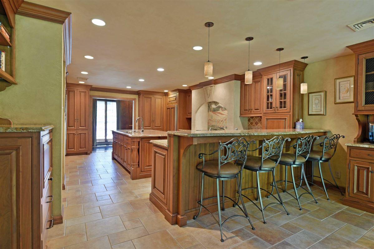 timeless residence in prestigious High Ridge luxury properties