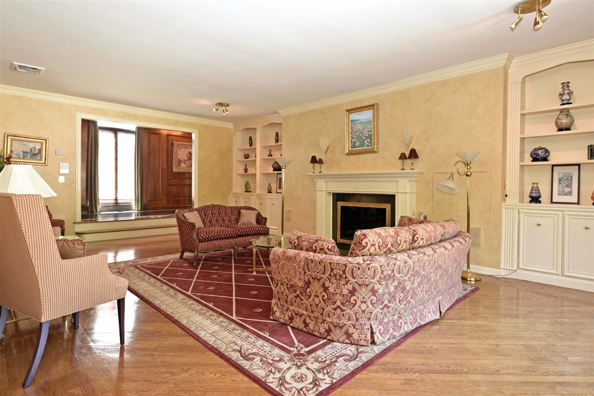 timeless residence in prestigious High Ridge mansions