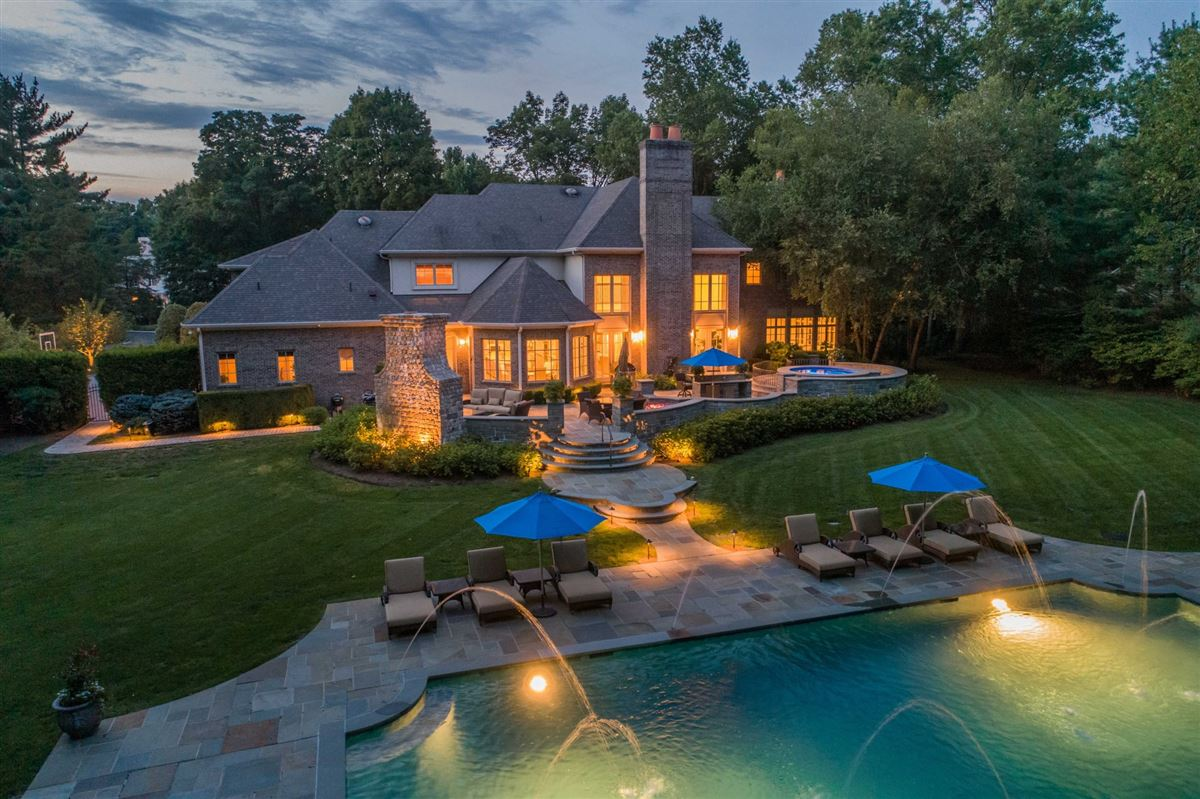 Luxury homes BEAUTIFUL ESTATE in prime location