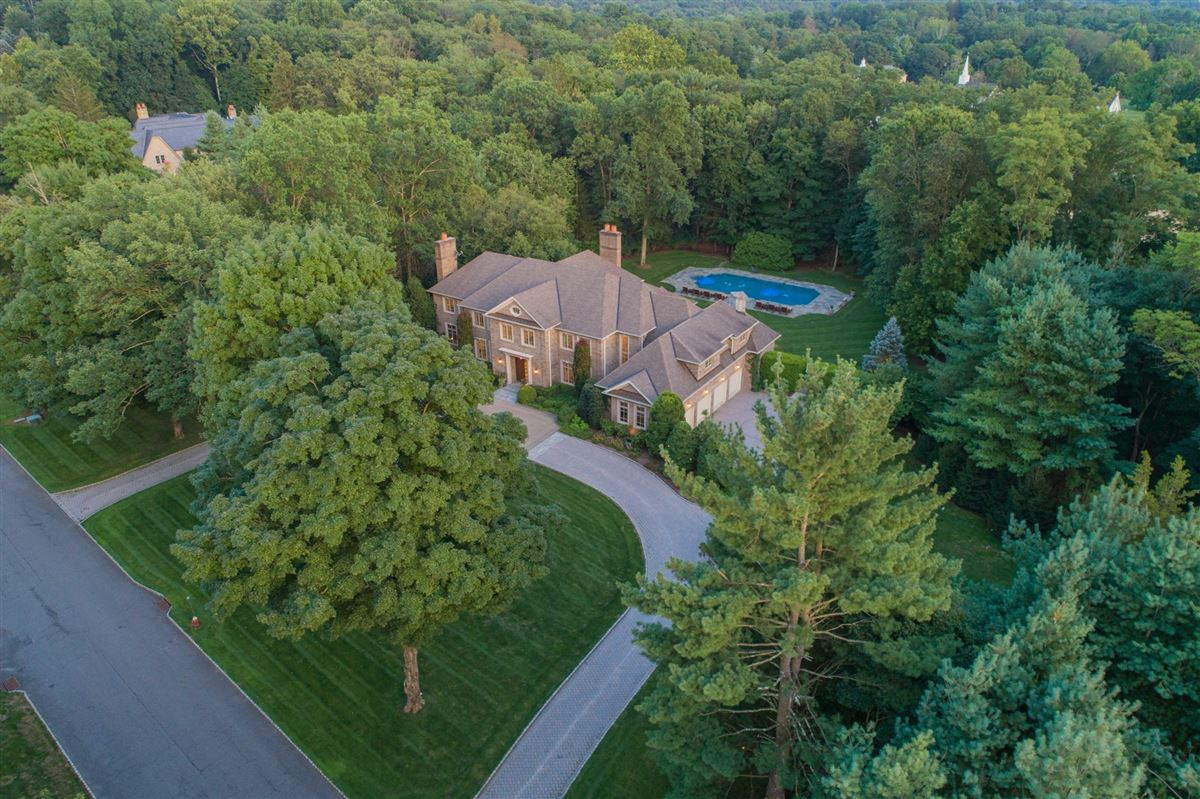 BEAUTIFUL ESTATE in prime location luxury properties