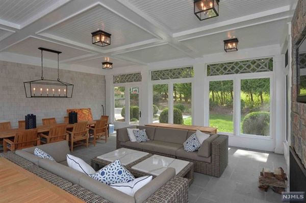 Mansions SPECTACULAR PROPERTY with breathtaking sunrises and sunsets views