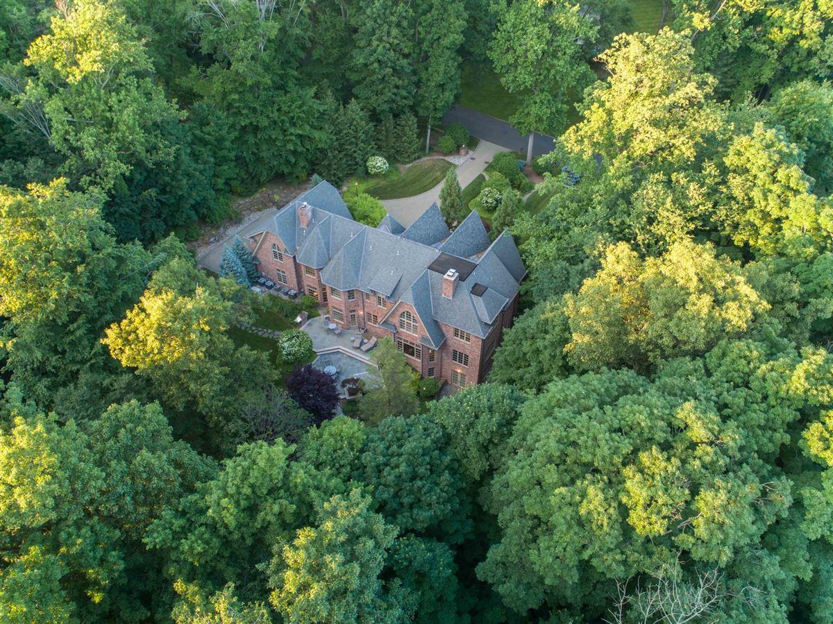 Luxury homes private estate in exclusive Chestnut Ridge