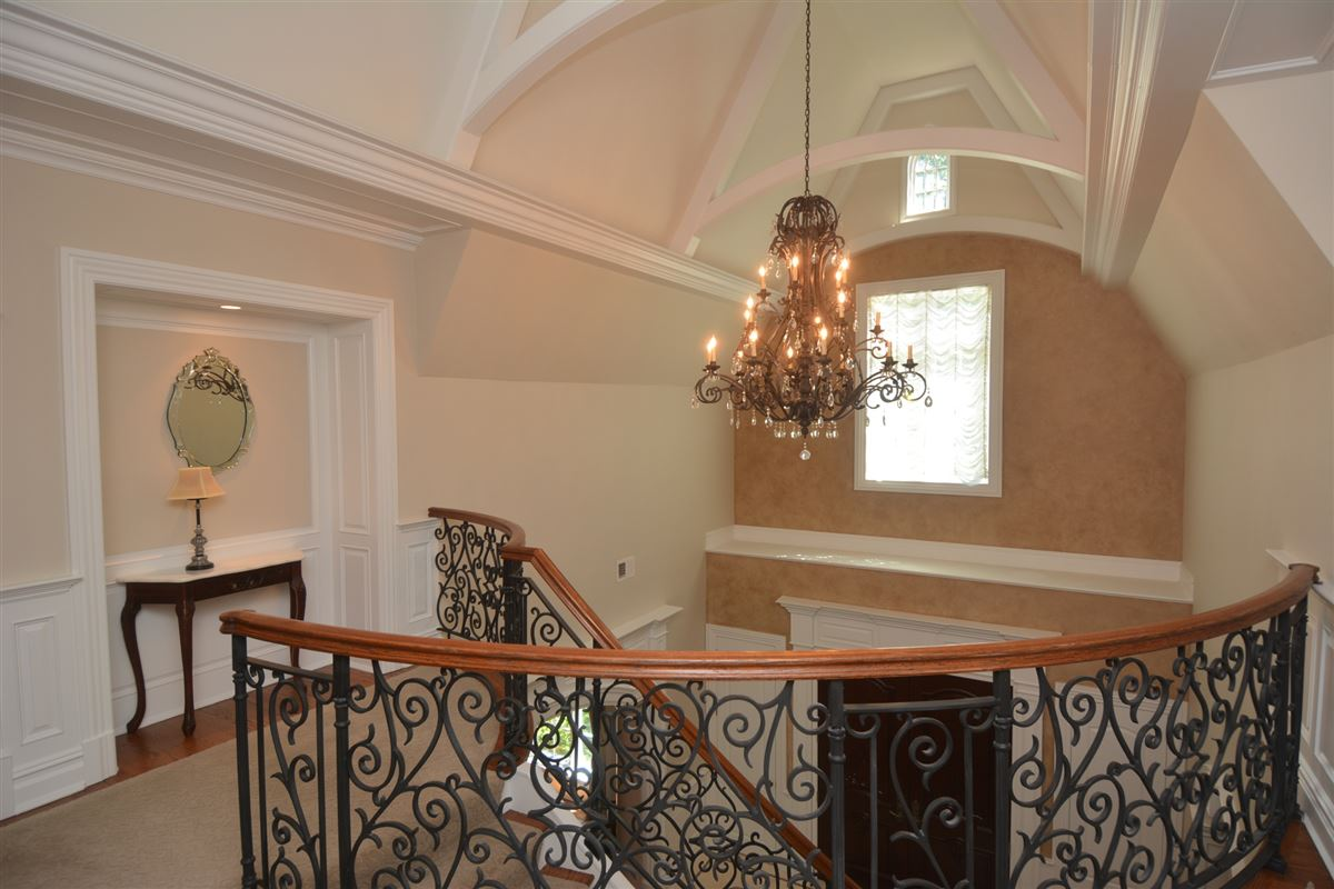 Luxury properties private estate in exclusive Chestnut Ridge