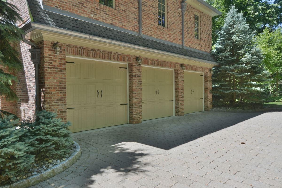 private estate in exclusive Chestnut Ridge mansions