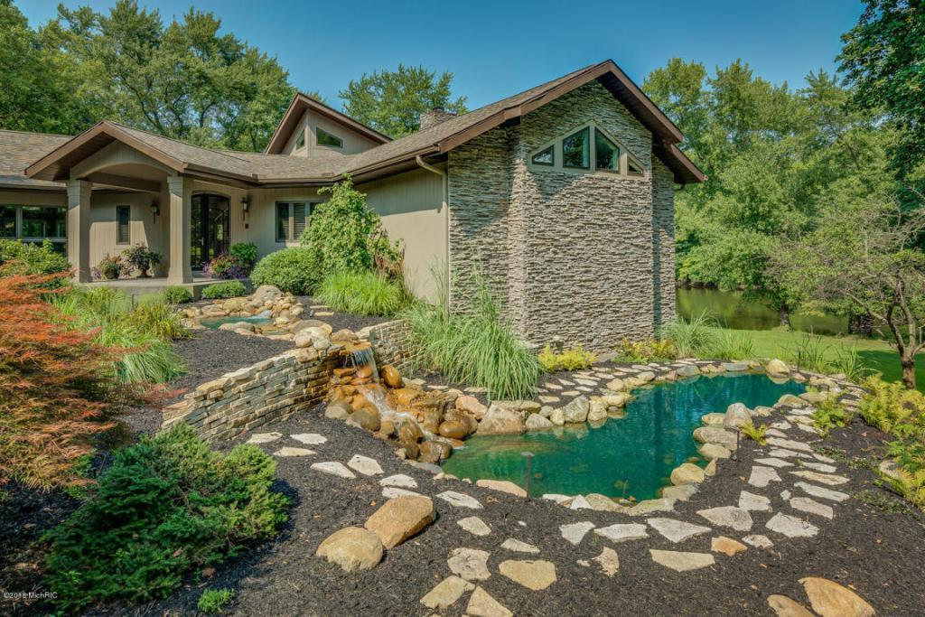 Executive Ranch Home on River luxury properties