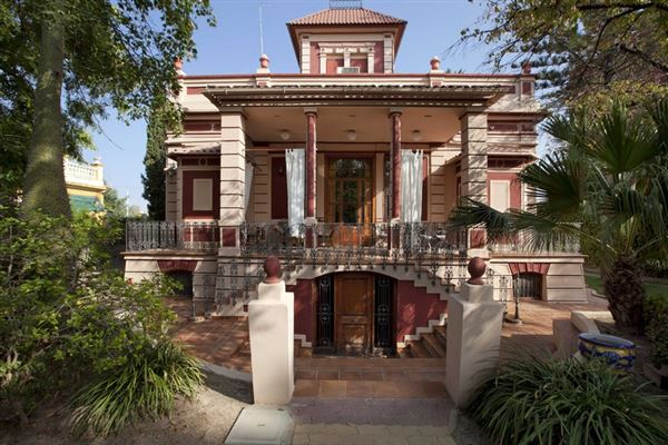 traditional Valencian style luxury homes