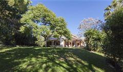 Luxury properties traditional villa in prestigious El Bosque