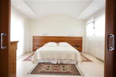 sophisticated fine modern villa  luxury properties