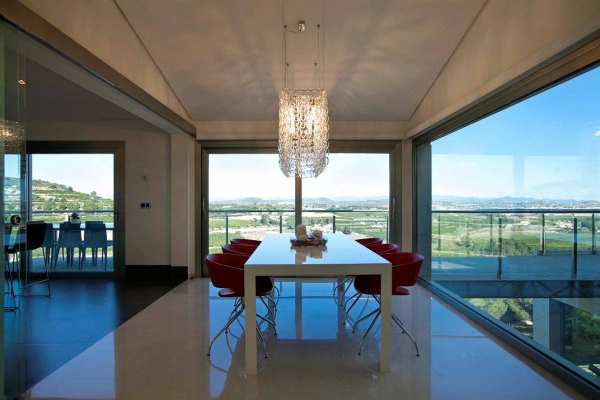 Luxury homes Exclusive villa with unbeatable quality finishes